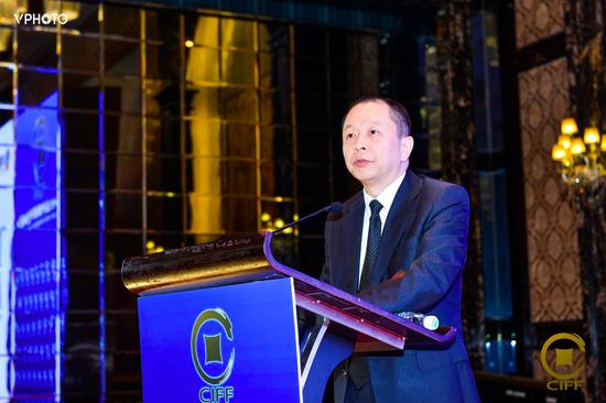 胡小钢:金融资产管理公司需发挥安全网和推进器作用