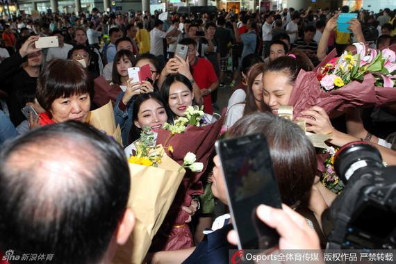 女排离京时只有3家媒体前往送行