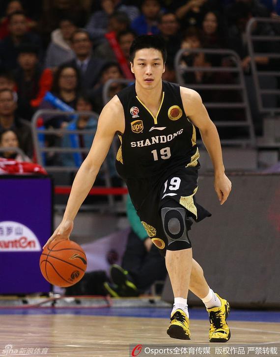 山东男篮球员杨力