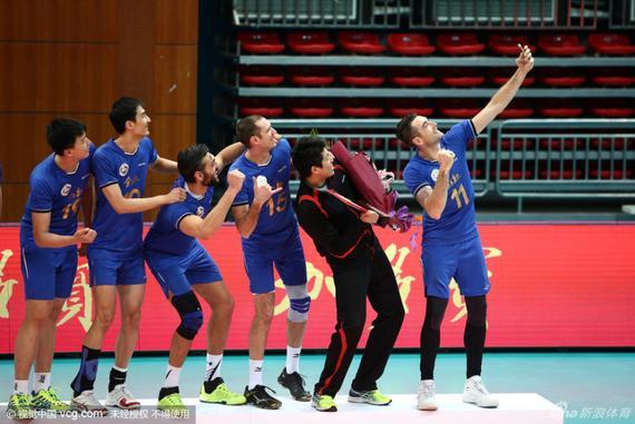 上海男排庆祝夺冠