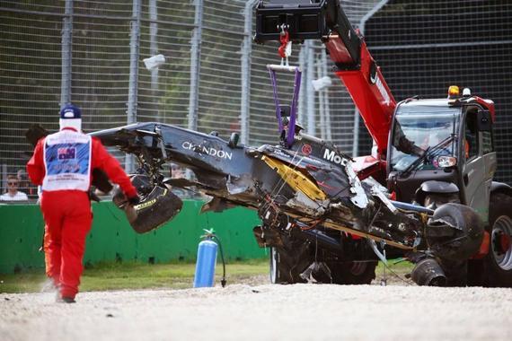 阿隆索的迈凯轮-本田赛车四分五裂