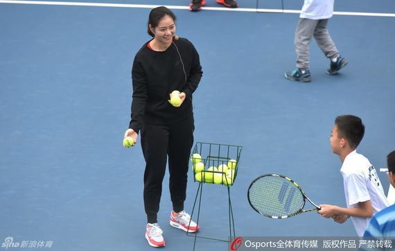李娜变孩子王当陪练 享受退役生活不教女儿网球
