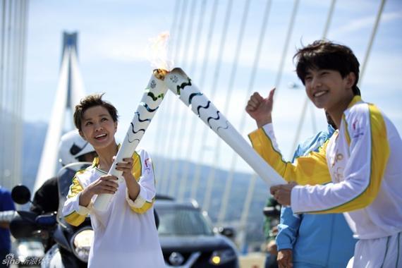 里约奥运火炬希腊多地传递