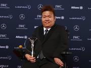中国香港残奥代表团载誉凯旋 梁振英颁发表扬状