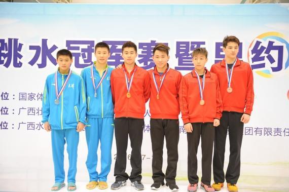 黄博文跳台夺冠