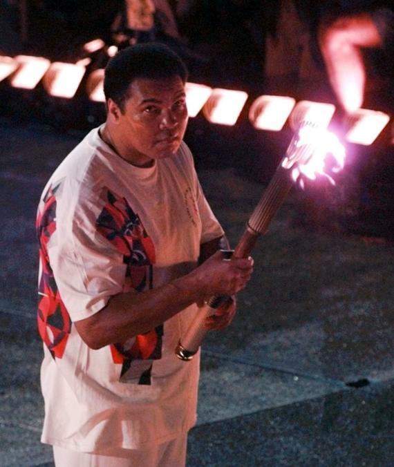阿里1996年担任奥运主火炬手
