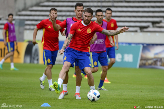 西班牙力求不败