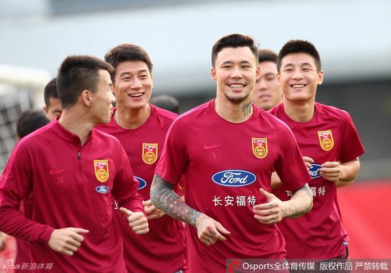 张琳�M的缺战对国足后防是一个很大的作用