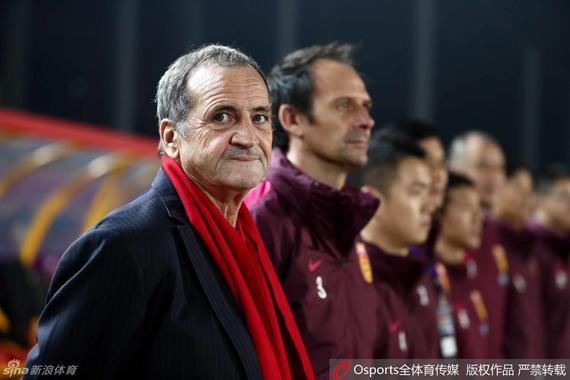 中国女足主帅布鲁诺-比尼