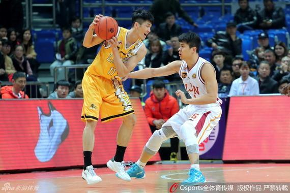 刘铮在竞赛中