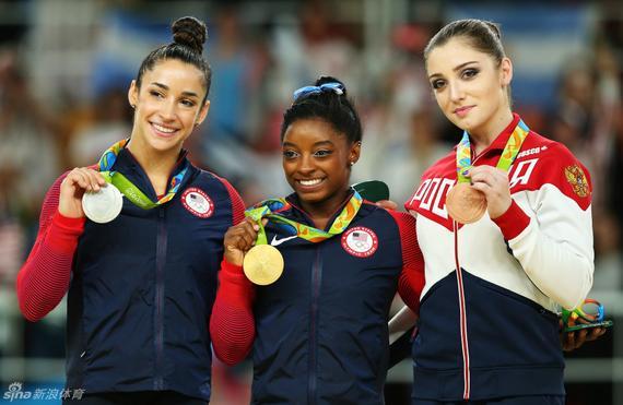 里约奥运会女子全能冠军拜尔斯、亚军莱斯曼、季军穆斯塔芬娜