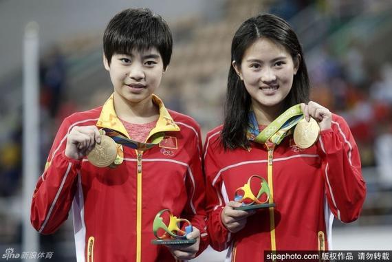 �若琳(右)取得里�s男子�p人10米�_冠�