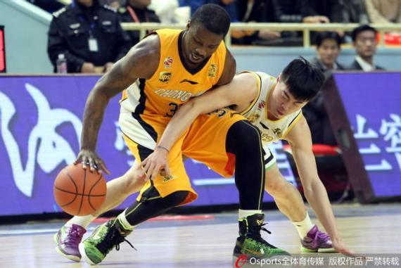 威利·沃伦上赛季效力于重庆男篮