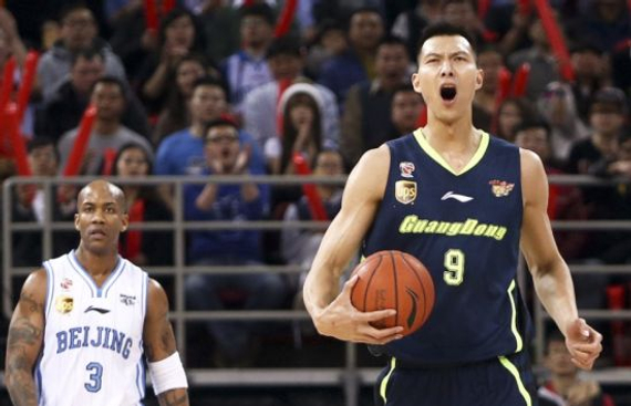 卫冕冠军北京队挖角对准了老敌手广东,有音讯称他们已给易建联供给了一份丰富的报价