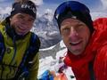 高清-登山者遇雪崩丧命