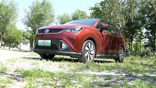 视频:售15万元的电动SUV 续航300公里实用不?