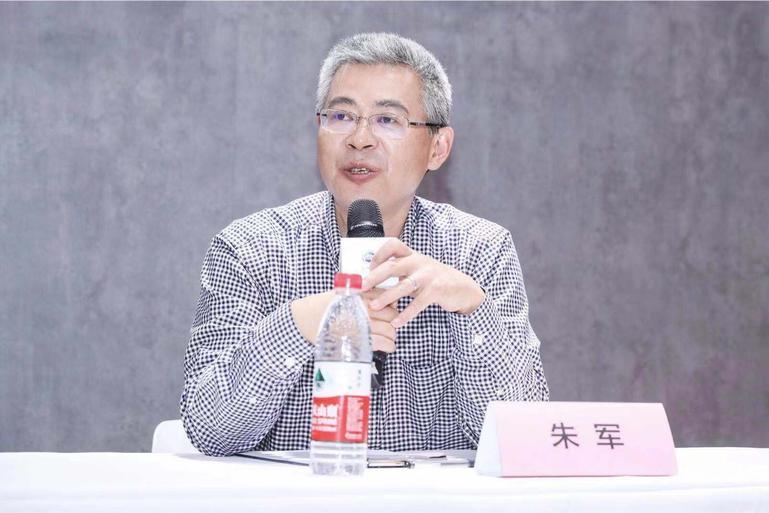 朱军:技术优势支撑荣威能造出与保时捷性能相当的产品