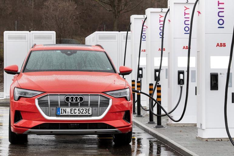 奥迪首款纯电动SUV e-tron因电池短缺减产10000辆 交付延长两个月