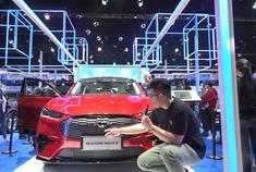野马精神与新潮势力 福特野马Mach-E对比特斯拉Model Y