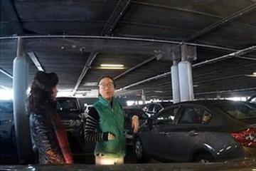 视频:人肉占领停车位!没素质令人反感