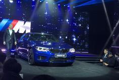 宝马全新一代M5正式上市,全新M5是第一款搭载了四驱系统的M5车型,同时也是最快的一代M5,搭载4.4T V8 双涡轮增压发动机,百公里加速仅需3.4秒。新车共1款车型,售价为164.8万元。