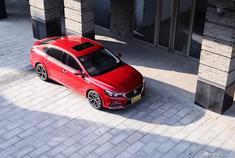 上汽集团 名爵6新车型将在3月23日在正式,该车型为名爵6 20T Trophy超级运动互联网版,定位车系旗舰,新车将会对安全配置进行大幅升级,那么它究竟有何变化,在未来市场上实力几何?接下来我们来对它进行分析。