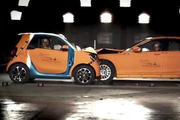 小车不安全? 奔驰S与Smart的碰撞测试