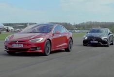 直线加速对决:特斯拉Model S P100D vs 梅赛德斯-AMG GT 63