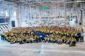 首辆国产Model3正式下线 售价35.58万元