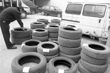 男子为泄私愤扎30余辆汽车胎出气
