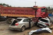 避开恐怖的大货车 这样开车可以减少危险