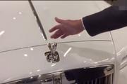 视频:想偷走劳斯莱斯车标?不容易!!
