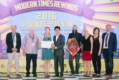 2016年9月14日晚,经典老爷车复古之夜在北京奥林匹克森林公园上演,至此,第三届中国国际老爷车展览会正式拉开大幕。活动现场,百余台经典老爷车悉数登场。