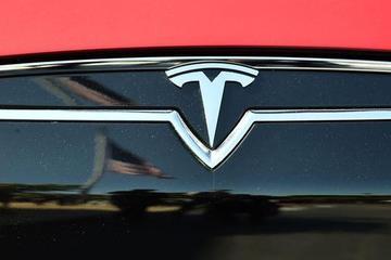 Model 3上市在即 特斯拉股价飙升引不安