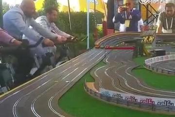 视频:赢下赛车比赛 究竟有多耗体力?