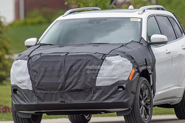 新款Jeep大切诺基谍照曝光 或年底亮相