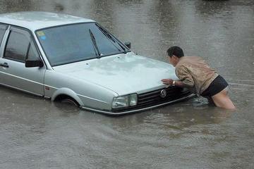 雨季开车不把这个功能关掉 发动机可能会毁掉
