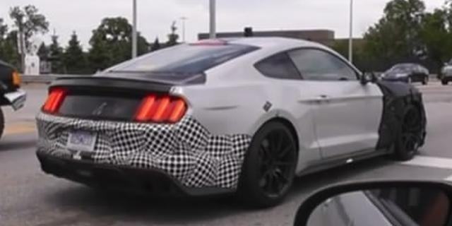 视频:最烈的野马!抓拍福特野马 Shelby GT500