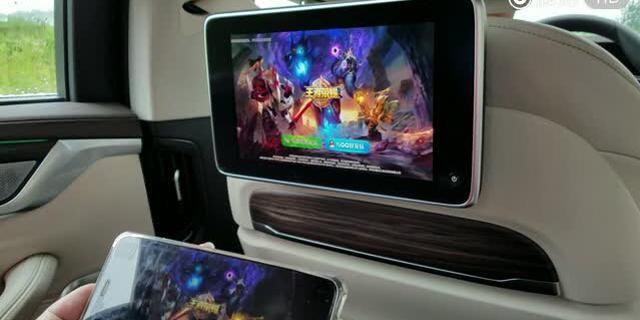 全新宝马5系后排屏幕投射功能,还有这种操作