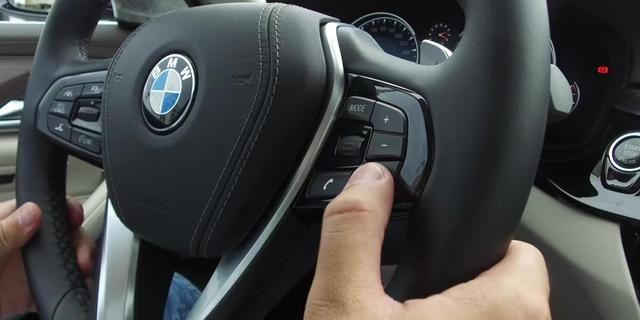 第六代IDrive系统的语音控制、触屏控制都非常顺手。