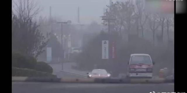 视频:豪车VS五菱宏光 居然输了!
