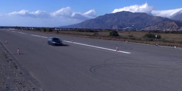视频:挑战赛奥迪RS6 vs 保时捷 GT2 977 vs 战神GT-R