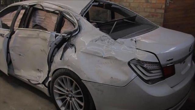 面目全非的宝马740i事故车修复过程,车子瞬间重获新生。