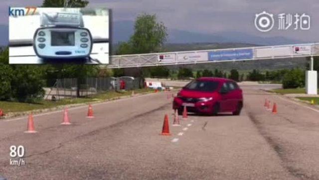 视频:超跑gk5和奥迪a3的麋鹿测试对比,没有对比就没有伤害