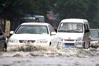 别再被谣言欺骗了!暴雨突至电动汽车该怎么安全行驶?