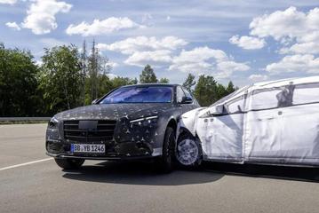 奔驰全新S级再曝黑科技:拥有大角度后轮转向与后排气囊