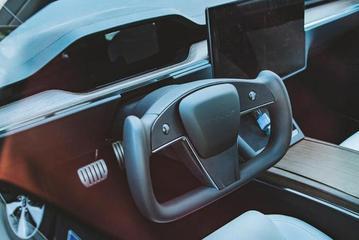 配备矩形方向盘 新款Model S上路照首次曝光