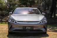 两款国产热门纯电轿车大比拼,都是超长续航,谁是电动轿车之光?
