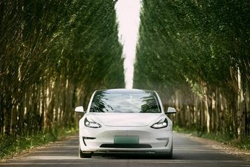 全球首批使用SiC芯片汽车诞生——特斯拉Model 3