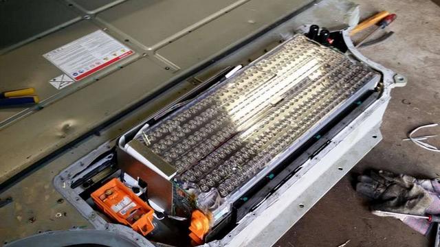 特斯拉确认3和Y标准版用磷酸铁锂电池